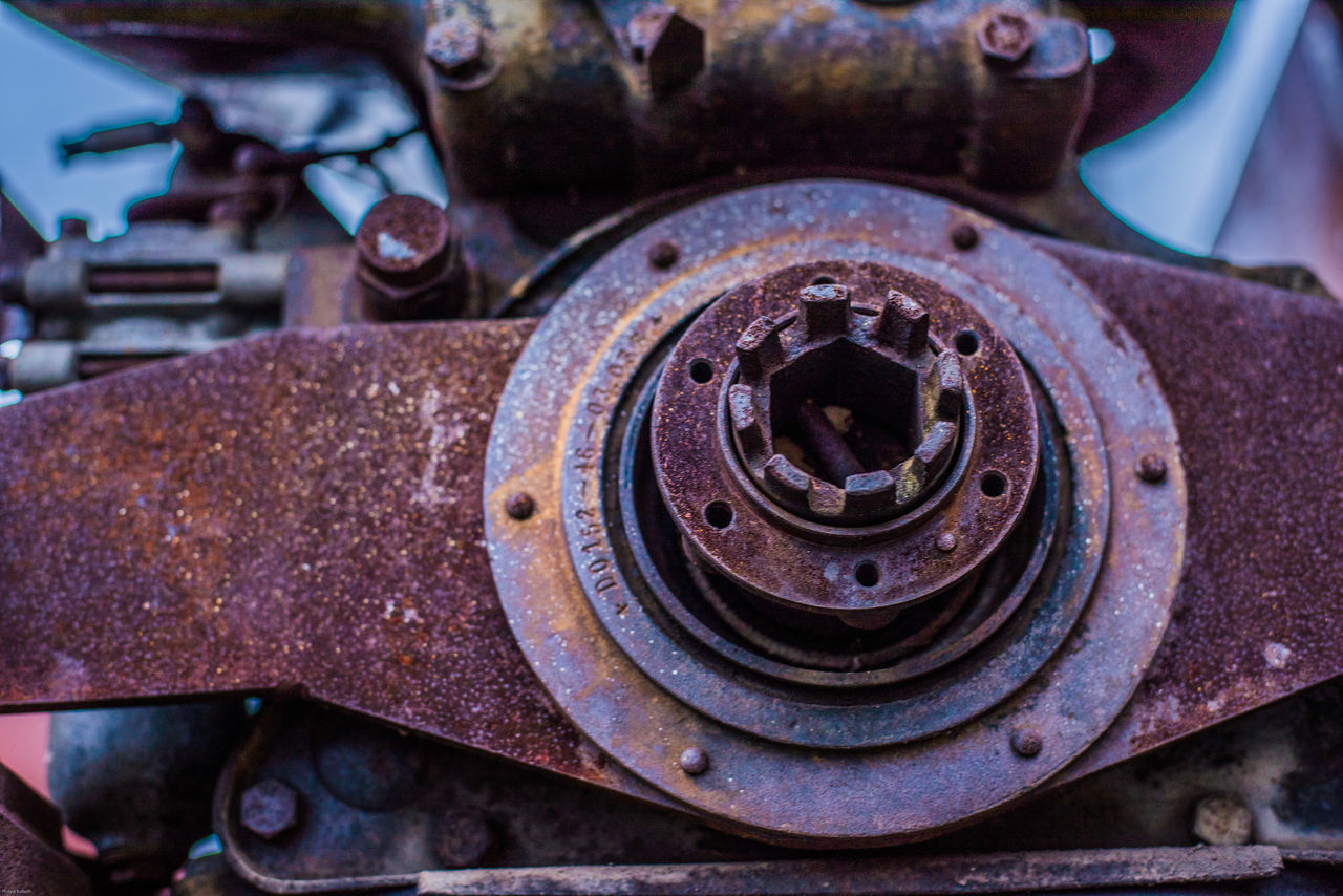 metal, close-up, rusty, abandoned, transportation, machinery, no people, mode of transport, land vehicle, damaged, day, outdoors, gear