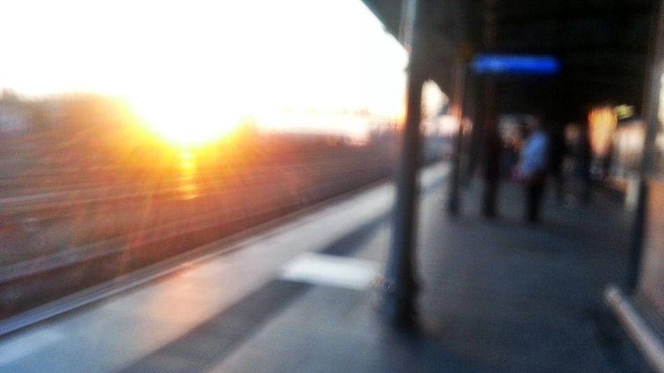 Blur Sundown Auf Die Sbahn Warten The Path Less Traveled By Pointer Footwear EyeEm Ready