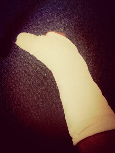 wow broke my hand :O Broken Hand :/