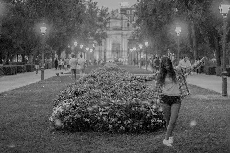 Retiro, Madrid One Woman Only Only Women Women One Person One Young Woman Only Nature Madrid Retiro Retiro Park Retiro (Madrid) Relax Blackandwhite Night Light And Shadow Dance Streetphotography Urbanlife Urbanlifestyle Urbanlifephotography TheWeekOnEyeEM Focus On The Story