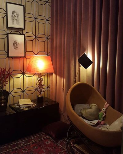 Back to see the last day of the exhibit. Amazing office/nursery by @misturadegostos at @casaportodesignhouse Insane swinging cork crib by @pearl_cork . Love this wallpaper by @gastonydaniela & the pink velvet curtains. CasaPorto2015 MisturadeGostos PearlCork