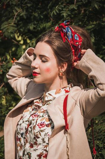EyeEm Selects One Person Fashion Young Women Beautiful Woman Make-up Beauty Portrait One Young Woman Only Tree Women Only Women One Woman Only Human Face Real People Outdoors People Smiling Brown Hair Beautiful People No Filter Models Females Grass Nature Fashion Stories
