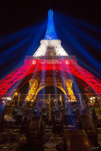 Parissesouvient Fluctuat Nec Mergitur Paris 13 Novembre 2015 Tour Eiffel Hommage