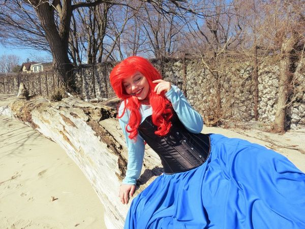 Cosplay Hanging Out Taking Photos Check This Out That's Me Cosplayer Photography The Little Mermaid