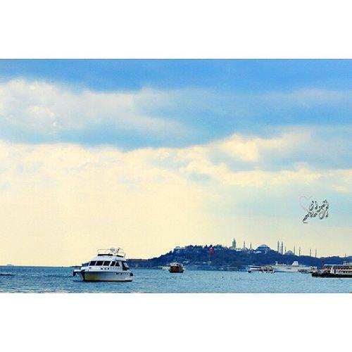 Photography  تصويري Turky  تركيا بحر اسطنبول istanbul sea كل المدن التي ﻻ بحر فيها ..مدن ايله الى الزوال .. البحر هو الحياة الدائمة فينا . واسيني اﻻعرج