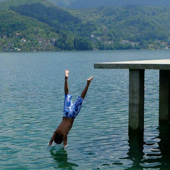 قفزة جميلة في بحيرة منعشة في البوسنة_والهرسك A beautiful jump in a Lake in Bosnia_Herzegovina Travel Tourism Summer Water Mytravelgram Nature Naturelovers Sarajevo Europe Saudi_tourist Travel4arab البوسنة