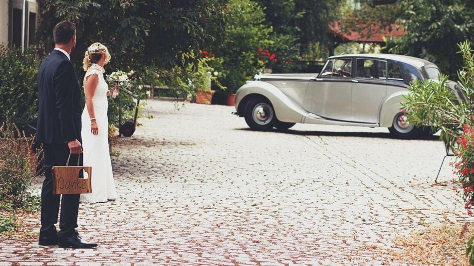 Hochzeitsfotograf Hochzeitsfotografie Wedding Photography Wedding Day Wedding Brautkleid Brautstrauss Wedding Photography Car Motor Vehicle Transportation Mode Of Transportation Real People Rear View Men