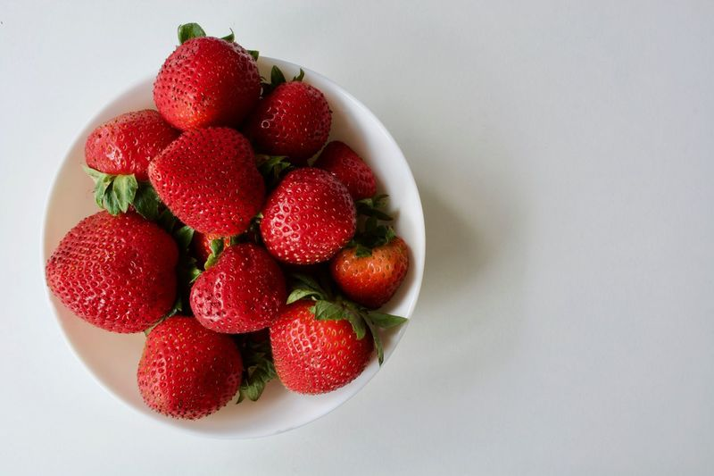 Fruit Red Strawberry Healthy Eating Food And Drink Food Freshness Dessert Bowl No People Healthy Lifestyle Indoors  Sweet Food Close-up Ready-to-eat Day Studio Shot Nature White Background Food Photography Beauty In Nature Foodphotography Organic Food Healthy Food Red Strawberries