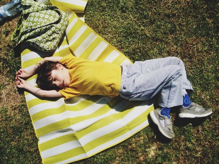 Urban Spring Fever Picnic Things I Like Yellow Picnic Grass Kid Sleeping Sun Relaxing Colors Street Photography Eye4photography  EyeEm Best Shots Urban Lifestyle Urban Spring Telling Stories Differently Telling Stories Differtenly Showing Imperfection The Essence Of Summer