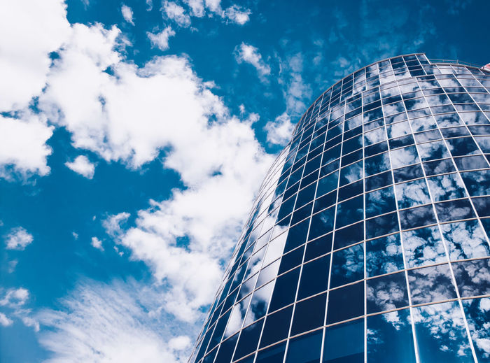 Natural Reflections 17.62° Cloud - Sky Sky Low Angle View Nature Blue Glass - Material Day Reflection No People Built Structure Architecture Outdoors Building Exterior Modern Office Building Exterior Building Sunlight City Glass Pattern Skyscraper Skyscapes Sky_collection