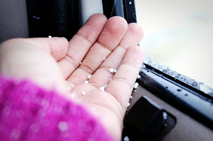 Witnessing heavy snowfall for the first time! Snow Flakes On My Hand Snowing ❄ Feel The Journey Pink Color Pink Sweater Snowonmysweaterdstufff Cold Winter ❄⛄ Ladakh June 2016