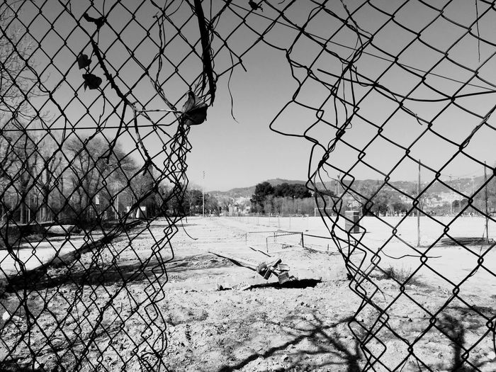 EyeEm Bnw Blanco Y Negro Blackandwhite Photography EyeEm EyeEm Gallery Eye4photography  Industrial Landscapes Chainlink Fence Net - Sports Equipment Protection Nature Outdoors Sky Beach Volleyball No People Goal Post Soccer Field