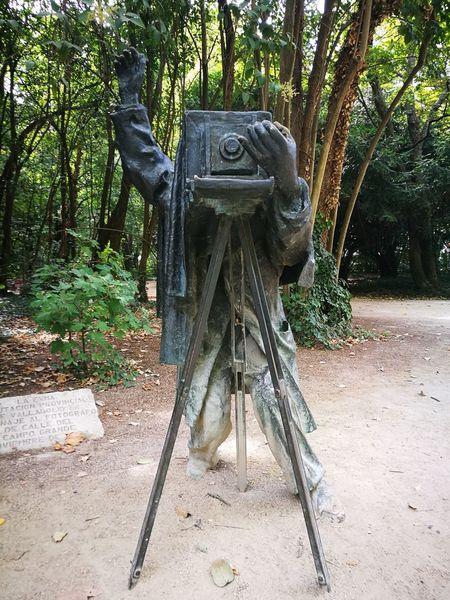 Valladolid Sculpture Statue Mirar Al Pajarito Patata Spain ✈️🇪🇸 España🇪🇸 SPAIN Huaweip9photos Huaweiphotography Huawei P9 Leica Huawei P9. Spain♥ HuaweiP9 Architecture Monument Tranquility Statue Road