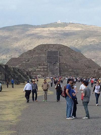 La Pirámide de la Luna PiramidedelaLuna Pirámides De Teotihuacan Pirámides Deapatadeperro Depaseo Arquitecturamexicana Arquitectura History Vacaciones