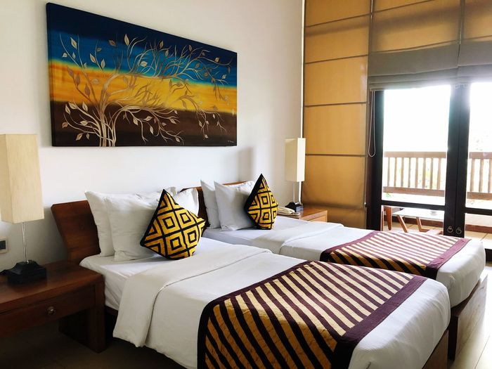 Bed Otel Luxury Hotel EyeEm Selects Furniture Indoors  Domestic Room Home Interior No People Cushion Pillow Window Bed Comfortable Bedroom