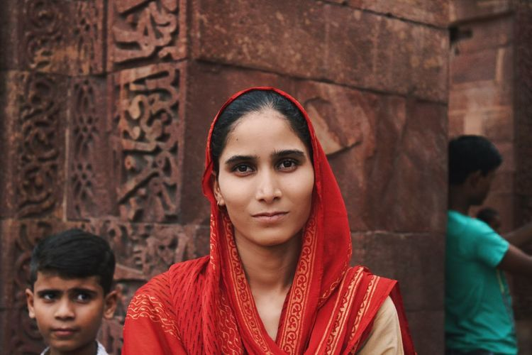First day of the 23 days in #india - #qutbminar #newdelhi Tomb Qutb Minar New Delhi Young Adult Portrait Real People Young Women Traditional Clothing Women Scarf