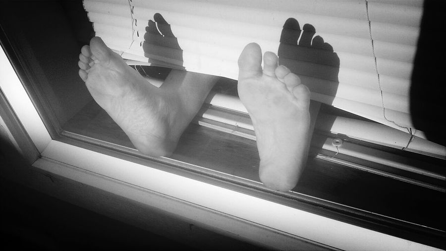 Supernormal Happy Feet Relaxing Bare Feet