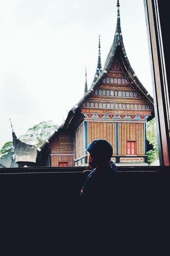 At TMII west sumatra traditional houseCapture The Moment Quality Time Enjoying Life Relaxing Historical Sights INDONESIA EyeEm Indonesia Sightseeing Mobile Photography Taking Photos My Best Photo 2015 Youth Of Today Learn & Shoot: Balancing Elements