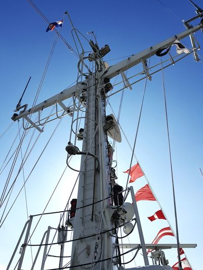 Sky Day Clear Sky Outdoors Blue No People Wereldhavendagen Boats Ships Eye4photography  Taking Photos Taking Pictures Technology Technology Everywhere Marine War Ship Nautical Vessel Flags In The Wind  Flag Docked Gray Mast Marine Life Ships⚓️⛵️🚢 Ladder