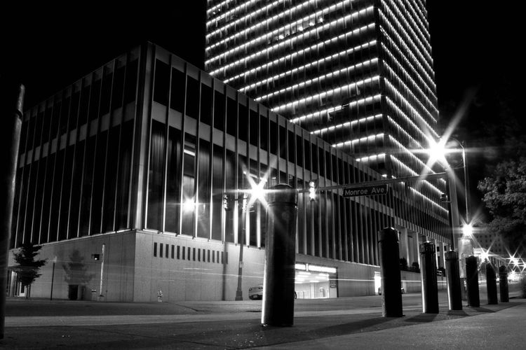 monroe avenue Memphis Fortheloveofblackandwhite Night Lights Untold Stories Architecture Getting Creative Windows Notes From The Underground Night Photography