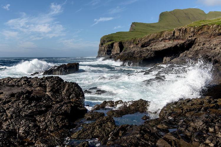 Blick vom Hafen von Sumba auf Beinisworð, Faroe Islands Nikon D810 Beach Beauty In Nature Horizon Over Water Nikon 24-70/2,8 Rock - Object Rock Formation Rocky Scenics Sea Sky Splashing Tranquil Scene Tranquility Water Wave Faroe Islands Färöer