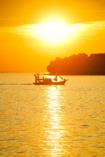 Sunset Sea Vacations Travel Destinations Reflection Gold Colored Yellow Nature Sunlight Sun Tranquility Silhouette Sea Life Travel Decorative Ship Stockphoto PenyengatIsland Boats⛵️ Sailing Sailing Boat EyeEm Selects Scenics Sky Beauty In Nature Rural Scene
