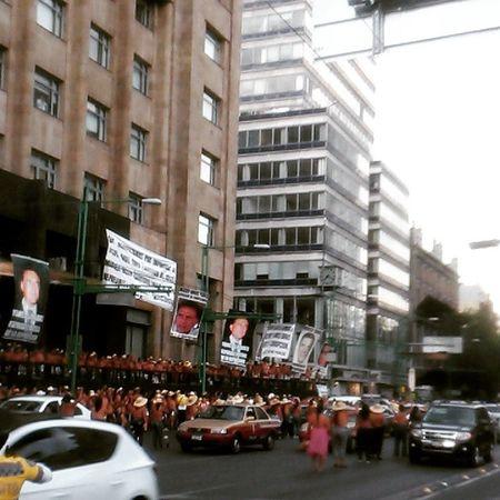 Manifestación Movimiento400Pueblos Torrelatinoamericana Encuerados Bailando ✌👌