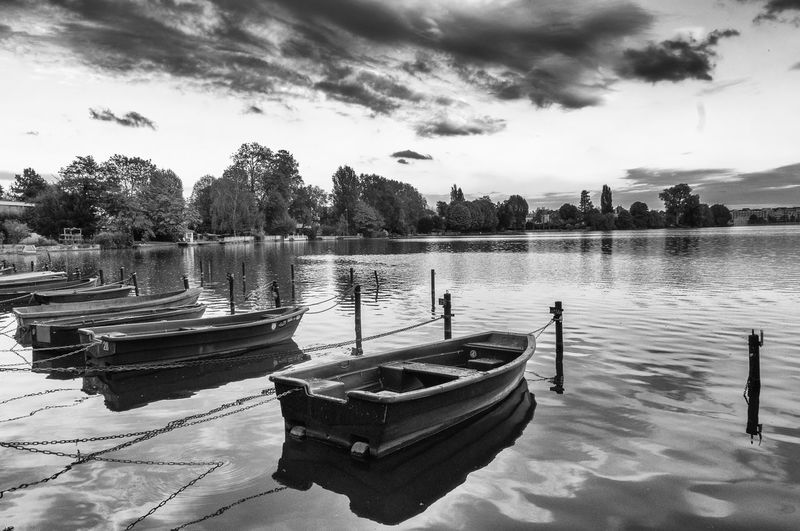 rêve en noir et blanc Boat Lake Landscape Nature Reflection Showcase April Sky The Week Of Eyeem Water Water Reflections The Great Outdoors - 2015 EyeEm Awards