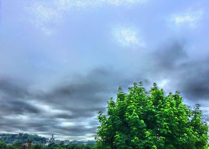 Angoulême sous les nuages gris ce matin ☁️☁️☁️ CIELFIE Skyfie Ciel Et Nuages Sky And Clouds Angouleme Paysage Sky Ciel