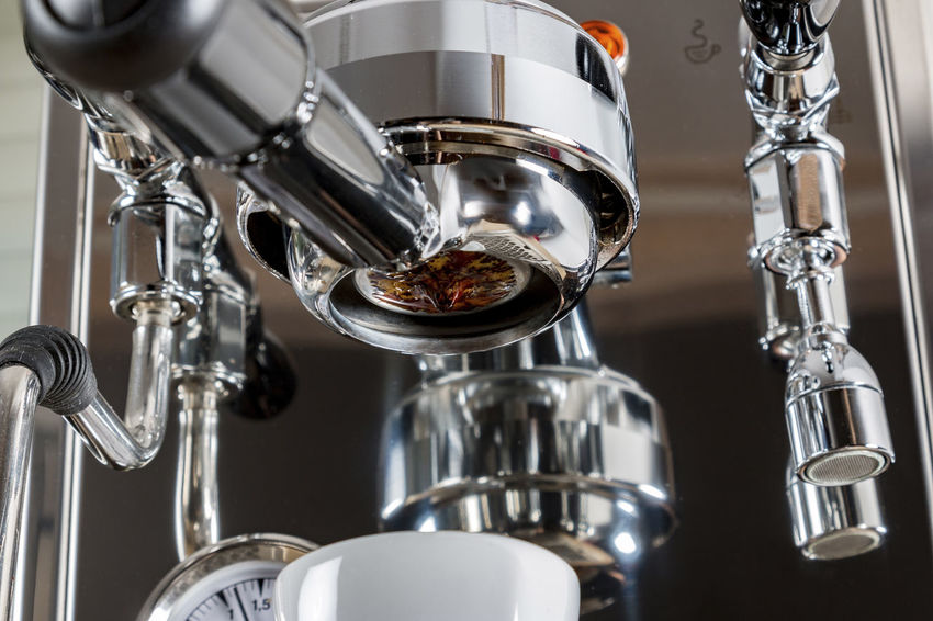 Espresso machine with a portafilter Beans Coffee Machine ☕ Mochalatte Aluminum Arabica Arabicacoffee Bar Barista Cappuccino ☕️ Close-up Coffee Break Coffee Meal Crema Espresso Machine Espresso Maker Food Food And Drink Freshness Indoors  Latte Macchiato Machinery No People Portafilter Robusta Robustacoffee EyeEmNewHere