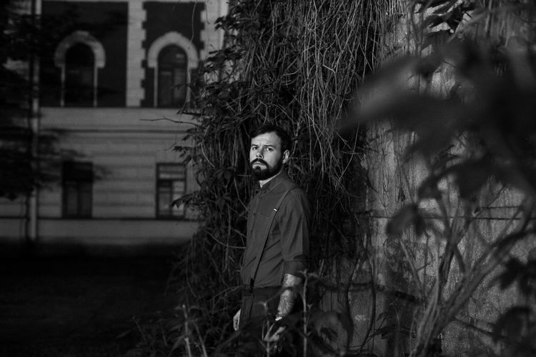 EyeEm Ready   Looking At Camera Man Portraits Black And White Blackandwhite Day Grass Nature One Person Outdoors People Plant Portrait Real People Standing Street Photography Streetphotography Tensed Tree Young Adult