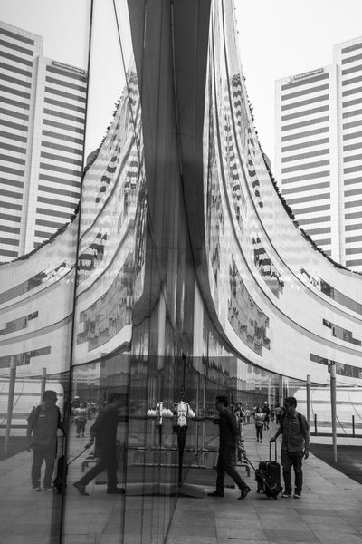 SM Aura, The invisible passage. Photo by Olga Mihova Black & White Black And White Photography Blackandwhite Blak And White Manila Street Photography Streetphoto_bw Streetphotography