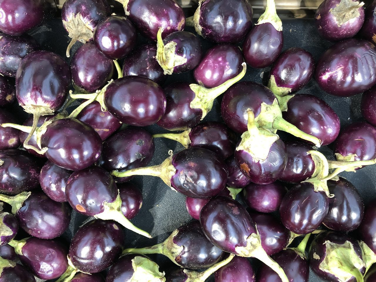 food and drink, food, healthy eating, full frame, wellbeing, freshness, backgrounds, large group of objects, abundance, purple, close-up, fruit, vegetable, no people, still life, market, eggplant, day, for sale, retail, ripe