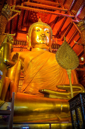 bhuda Bhudha Architecture Art And Craft Belief Building Built Structure Creativity Gold Colored Hand Bhuda Human Representation Idol Male Likeness No People Ornate Place Of Worship Religion Representation Sculpture Spirituality Statue พระพุทธเจ้า มือพระเจ้า วัดท่าซุงอุทัยธานี วัดม่วง
