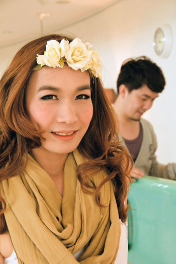 Dating young couple in love facing Dating Couple Couple - Relationship Couple In Love Love Boyfriend Girlfriend Relationship Man Girl Guy Portrait Women Lifestyles Young Women Real People Young Adult Leisure Activity Headshot Hairstyle Indoors  Looking At Camera Flower Flowering Plant Smiling Front View Long Hair Beauty Focus On Foreground Beautiful Woman Plant Hair Asian People Asian Girl Asian Man Thai Thailand Thai People