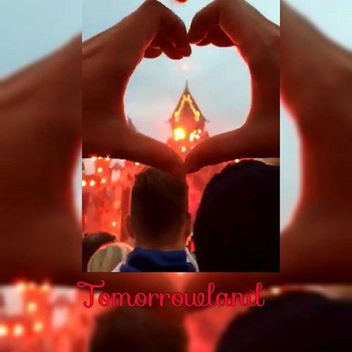 Tomorrowland2015 Thewaitisover Thebestplacetobe Threedaysofmusic hearts captured snapchat addiction tomorrowlandofficial tomorrowlandchannel uniteforever livetodaylovetomorrowuniteforever tomorrowworld