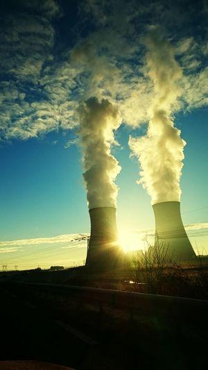 Centrale Nucléaire Soleil 😎👌🌞 Fumée