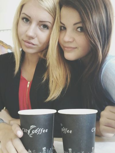 Friens Girls Caffe Time Who Needs Friends