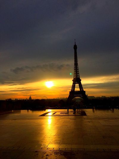 Paris France Cloud - Sky Tower Sunset Trocadero Eiffel Tower Bright Sun Sunlight Monument Artistic Installations Yellow Sky Famous Place Beauty Architecture City Tower And Sky City Landscape Urbanphotography Shining Colors Colorful Sky Darkness And Light Minimalist Architecture Live For The Story Place Of Heart The Street Photographer - 2017 EyeEm Awards The Great Outdoors - 2017 EyeEm Awards The Architect - 2017 EyeEm Awards Breathing Space