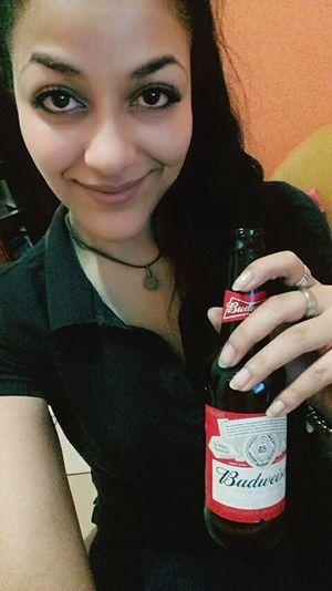 Yeah, sometimes I'm a drunk girl 😜 Saturday asks for it Drinking Beer Drunkgirl Budweiser Drinking Alone Wannajoin? Saturdaynight