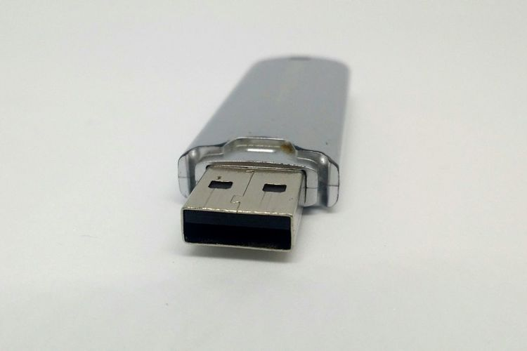 Single Object Technology White Background Close-up Day No People USB Usb2 Old Consumed Dati Gigabyte