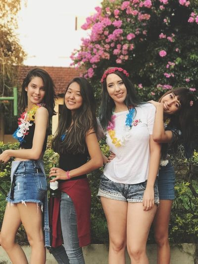 Friendship Young Women Portrait Togetherness Standing Smiling Arm In Arm Cheerful Flower Women