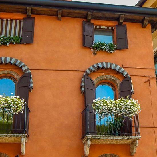 Balconys in italy look so damn fancy 😏😊😄Balcony Italy Orange Color Gorgeous Instagood Instadaily Picture Pic Picoftheday Image Imageoftheday Follow Followme Photo_storee Photo Photooftheday Bestoftheday
