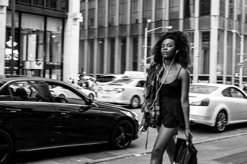 Newyork pic by pieromigailo | Streetphotography Fujifilm X-E2 Streetphoto_bw Street Fashion Blackandwhite Move