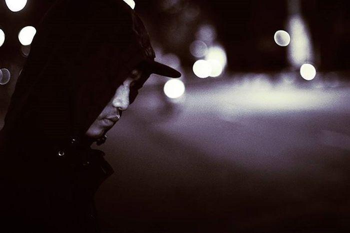 Terang masih saja milik malam Bahkan malam yang terlalu terang Sanggup menjadi terik Bokehlicious Streetphotography Streetstory StreetActivity Urban Streetmobs Streetmagazine Anakikutikutan Fotograferjomblo Urbaxpeople Streetmeetina Streetmobs Streets 10DowningStreet