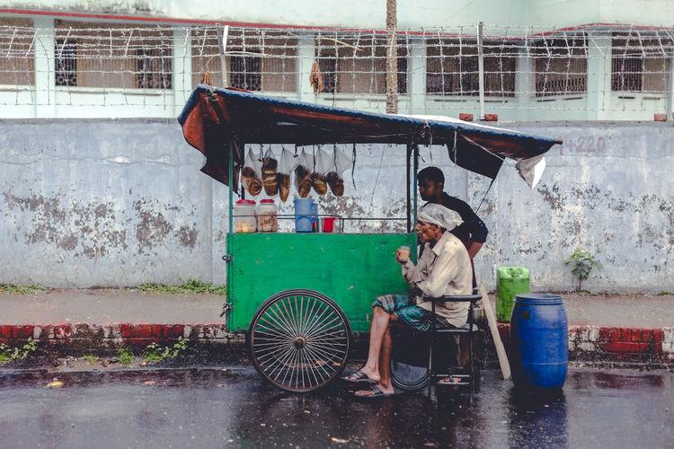 Monsoon Tea Art Artsy Artsy Photography City Drinking Tea Monsoon Outdoors Rain Rainy Days Roadside Teastall Street Street Photography Street Scene Tea Tea Stall Tong Wet Neighborhood Map The Street Photographer - 2017 EyeEm Awards Adventures In The City