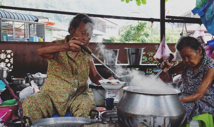 The Street Photographer - 2016 EyeEm Awards Portrait Elderly Life Food Street Eyeemphoto TwoIsBetterThanOne My Year My View