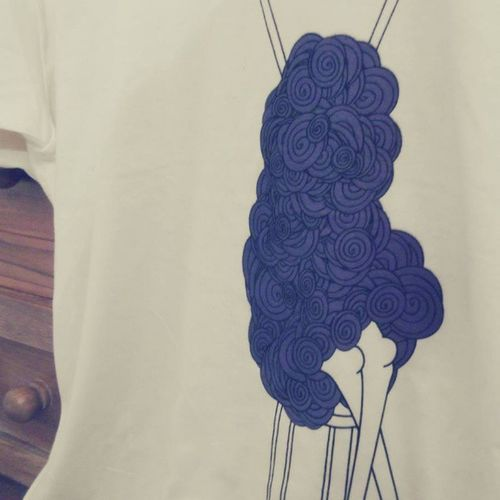 Miss Entangled, purple versione. Coming soon on www.chiaralascura.it. #screenprinting #graphictees #graphictshirt #graphicdesign #chiaralascura #illustration #fairwear Illustration Graphicdesign Screenprinting Chiaralascura Fairwear Graphictees Graphictshirt