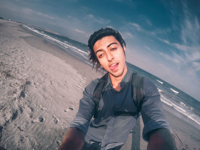 // just one selfie // Beauty In Nature Casual Clothing Cloud - Sky Day Fun Funny Gopro Goprohero4 Leisure Activity Lifestyles Man Nature Outdoors Portrait Scenics Selfie Shore Sky Summer Summertime The Portraitist - 2016 EyeEm Awards Toothy Smile Tranquility Vacations Water