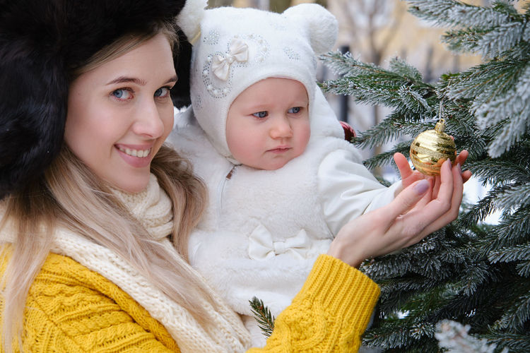 Portrait of smiling girl with christmas tree